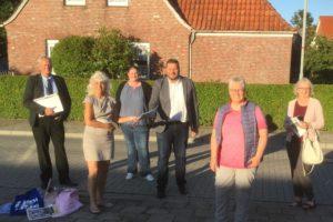 v.l.n.r.: Bettina Fejes (Pflegedienst), Silke Martens (Pflegedienst), SPD Kreisvorsitzender Eike Cornelius, Roswita Mandel, Anja Rible (Pflegedienst), Fraktionsvorsitzender Jens Multhaupt.